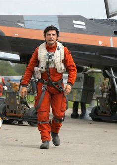 'Star Wars: the Force Awakens': 15 Behind-the-Scenes Photos Fans Saw at the 'Celebration' Panel | Isaac as Poe, in front of an X-wing and a familiar-looking droid | EW.com