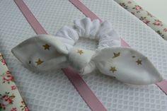 Chouchou en velours blanc avec des étoiles par EmmaFlorenceParis