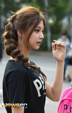 ♡ [ Official Thread of Chou Tzuyu ] NEW OP incoming! ⇀ Poll updated ⇀ The Most Beautiful Face of 2019 ヽ(♡‿♡)ノ Most Beautiful Faces, Beautiful Asian Women, Beauty Full Girl, Beauty Women, Korean Beauty, Asian Beauty, Kpop Hair, Natural Teeth Whitening, Stylish Girl Pic