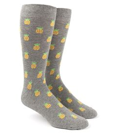 Description - Gray pineapple printed socks - Men's shoe size 7-12 - Combed cotton/Polyamide/Elastane Blend - Machine Washable Long The Tie Bar's soft, cotton blend socks are great for groomsmen gifts!