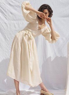 Fashion Poses, Fashion Outfits, Womens Fashion, Fashion Mumblr, Feminine Fashion, Feminine Dress, Foto Art, Mode Vintage, Mode Inspiration
