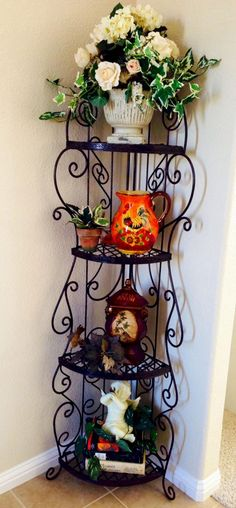 My Tuscan decor found and collected from Craigslist. The wrought iron corner… Tuscan Home Decorating, Decorating On A Budget, Tuscan Design, Tuscan Style, Living Room Decor Cozy, Cozy Living, Tuscan House, Mediterranean Home Decor, Iron Furniture
