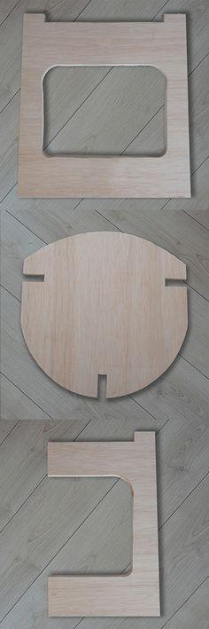 Taburete fabricado en contrachapado de 20 mm. conformado por tres piezas ensambladas, no lleva tornillos ni clavos. Dimensiones: 45cm x 45cm x 45cm