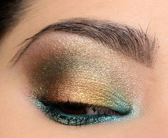 A Gold & Green Eye with Urban Decay Heavy Metals - Makeup Looks Orange Metallic Eyeshadow Palette, Gold Eyeshadow, Eyeshadows, Mac Lipsticks, Urban Decay Makeup, Demi Lovato, Urban Decay Heavy Metal, Tattoo Henna, Eye Makeup Tips