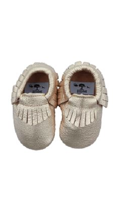 EGGshell beautiful & soft leather moccasins feature a unique design with elastic at the opening. Egg Baby, Eggs For Baby, Practical Baby Shower Gifts, Leather Moccasins, Eggshell, Soft Leather, Baby Shoes, Unique, Kids