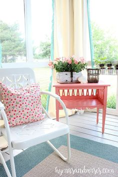 20 Beautiful Spring Porch and Patio Ideas - Home Stories A to Z Porch Furniture, Outdoor Furniture Sets, Outdoor Decor, Outdoor Spaces, Metal Furniture, Cheap Furniture, Painted Furniture, Outdoor Living, Vintage Metal Glider