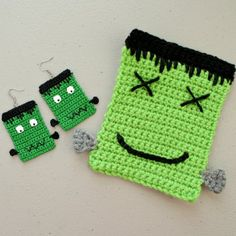 A fun pair of patterns, earrings and applique, perfect for Halloween decorations!