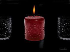 Aihion punainen Grapponia kynttilä. Riihimäen Lasin designklassikot kynttilöinä.