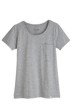 T-shirt Essencial Gola C com Bolso - Gala Basic Wear — Gala Basic Wear