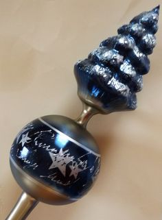 Tree topper blue-silver with ball and tree with snow