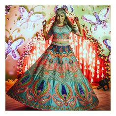 68) Perfect architecture themed Mehendi outfit!