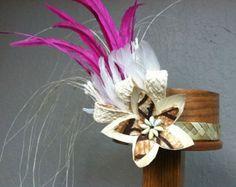 Tocado de plumas y Lauhala por hulamelani en Etsy