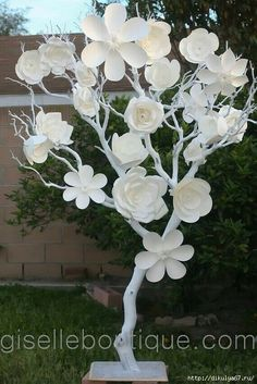 NEW White Manzanita Tree with Large Paper von giselleboutique White Manzanita Tree with Large Paper Flowers. Paper flowers are handcrafted to perfection and ranges from to There are 5 different type of flowers and there are a total of 23 flowers on t Large Paper Flowers, Tissue Paper Flowers, Giant Paper Flowers, Big Flowers, Paper Roses, Fabric Flowers, Paper Flower Backdrop Wedding, Manzanita Tree, Fleurs Diy