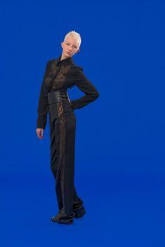 Antonio Berardi Resort 2020 Fashion Show Antonio Berardi, Vogue Paris, Backstage, Catherine Baba, Style Photoshoot, Photoshoot Ideas, Cruise Fashion, Club Kids, Fashion Show