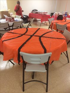 Orange circle table cloths with black streamers glued on to create a basketball! Wasn't expensive at all - What a great decoration for the sports theme classroom! {This might even be fu (Basketball Decorations) Basketball Party, Basketball Baby Shower, Basketball Decorations, Basketball Signs, Basketball Tattoos, Basketball Stuff, Basketball Girlfriend, Locker Decorations, Father's Day