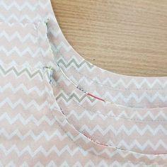 인바이어스 예쁘게 하는 법, 곡선 인바이어스, 가위집, 인바인딩, 인사이드바인딩 하는 법 : 네이버 블로그 Sewing, Tips, Dressmaking, Couture, Stitching, Sew, Costura, Needlework