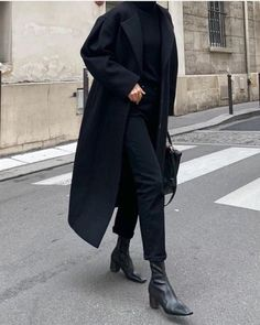 All Black Outfits For Women, Black Women Fashion, White Outfits, Look Fashion, Casual Outfits, Womens Fashion, Feminine Fashion, Chic Black Outfits, Dress Outfits