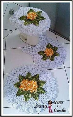 Blanco y rosas amarillas