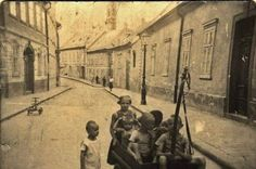 FOTO: Spoznávate ulicu, na ktorej vznikla táto starodávna fotografia? | História | Bratislavské noviny Bratislava, Retro, Painting, Travel, Times, Pictures, Fotografia, Viajes, Painting Art