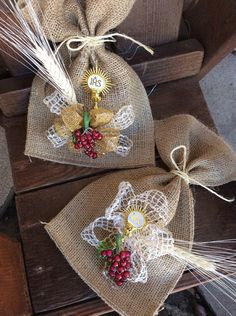 My first Comunion original Burlap Favor Bags! Super cute hand made favor bags for this Special first comunion Day! This listing is for 2 burlap bags. Communion Centerpieces, First Communion Decorations, First Communion Favors, Communion Gifts, First Holy Communion, Burlap Favor Bags, Party Favor Bags, Burlap Crafts, Christmas Love