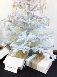 Træmærkater: Cool pakkepynt af træ. Trægavemærker med eget logo