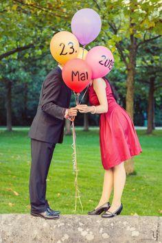 Ihr braucht Ideen für Save the Date Karten? Wie wäre es denn mit beschrifteten Luftballons. Passend in den Farben zum Kleid oder gleich in den Hochzeitsfarben. Ein toller Eyecatcher und ein super Motive für eure Karten!