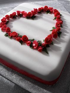 Ruby's instead of roses with a rose bunch in one corner and wedding bands 40th Anniversary Cakes, Golden Wedding Anniversary, Anniversary Ideas, Ruby Wedding Cake, Cupcake Cakes, Cupcakes, Engagement Cakes, Party Ideas, Gift Ideas