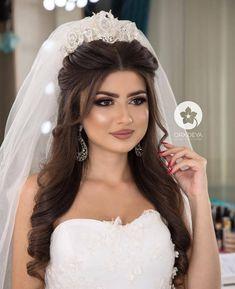 Pin by Qiana Corum on maquiagem de casamento in 2020 Bridal Hair And Makeup, Bride Makeup, Wedding Makeup, Hair Makeup, Baddie Hairstyles, African Hairstyles, Saree Hairstyles, Hairstyles Videos, Work Hairstyles