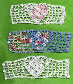 Woven Crochet Heart Bracelet Crochet pattern by Spider Mambo Crochet Jewelry Patterns, Crochet Accessories, Bracelet Patterns, Knitting Patterns, Crochet Jewellery, Love Crochet, Crochet Hooks, Knit Crochet, Crochet Hearts