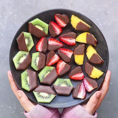 Brighten Up Your Breakfast and Desserts with These Stunning Vegan Treats - Healthy Dessert Desserts Végétaliens, Vegetarian Desserts, Plated Desserts, Cute Food, Yummy Food, Healthy Snacks, Healthy Recipes, Dinner Healthy, Eating Healthy
