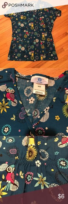 Scrub top Such a cute owl scrub top!  Great condition!  Elastic in the back Tops Tees - Short Sleeve