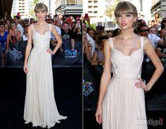 Taylor Swift usa vestido longo branco em premiação na Austrália