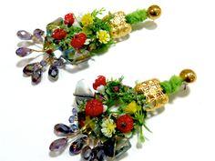 BETTINA SPITZ Aretes con flores y piedras