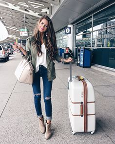 Travel outfits 45 travel ootd, europe travel outfits, traveling out Street Style Outfits, Mode Outfits, Casual Outfits, Fashion Outfits, Fashion Capsule, Fashion Ideas, Fashion Trends, Cute Travel Outfits, Fall Travel Outfit