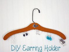Repurposed items are such a great way to add vintage charm to your home. One of the things I always look for at thrift stores & yard sales are wooden coat hangers - you can Diy Arts And Crafts, Diy Crafts, Diy Earring Holder, Earring Hanger, Upcycled Home Decor, Repurposed Items, Wooden Coat Hangers, Diy Hangers, Diy Jewelry Parts