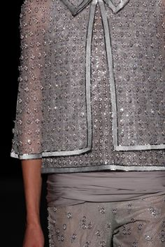 Chanel Spring 2011 Couture Fashion Show Details Grey Fashion, Fashion Beauty, Fashion Show, Fashion Looks, Chanel Couture, Couture Fashion, Couture Details, Fashion Details, Chanel Outfit