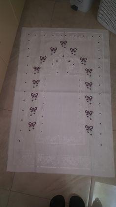 Kupon seccade Elsa, Diy And Crafts, Cross Stitch, Wallpaper, Sew Baby, Bath Towels & Washcloths, Embroidery, Tutorials, Tejidos