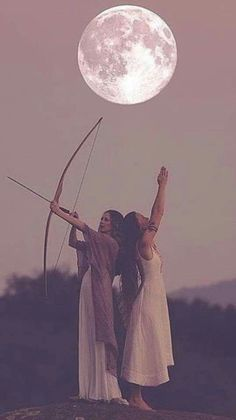 Artemis and Athena Luna Y Artemis, Hunter Of Artemis, Artemis Goddess, Moon Goddess, Goddess Art, Artemis Aesthetic, Witch Aesthetic, Foto Fantasy, Fantasy Art