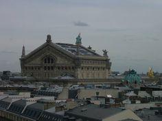 L'opéra Garnier de Paris vu depuis la terrasse panoramique des grand magasins du Printemps  Paris (FRANCE)