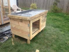 DIY Pallet Rabbit Hutch :: plans