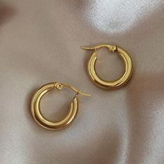 beautiful jewelry Chunky thick gold hoop earrings - Rei Hoops by The Hexad Jewelry - Chunky classic gold hoops. Gold plated titanium steel diameter, thick Also available in Bold Petite, Skinny Petite, Skinny Medium and Original Geode Jewelry, Silver Jewelry, Fine Jewelry, Jewelry Necklaces, Stylish Jewelry, Silver Ring, Gold Jewellery, Jewelry Box, Cheap Necklaces
