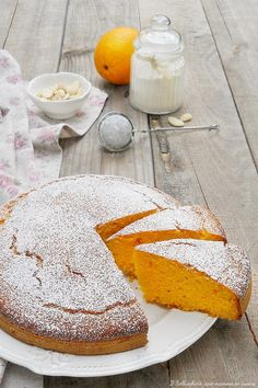 TORTA DI CAROTE E MANDORLE ALL'ARANCIA, un dolce sofficissimo perfetto per grandi e piccoli. NON CONTIENE LATTICINI #torta #carote #mandorle #arancia #cake #carrot #ricette #recipes #foodies #gialloblogs #giallozafferano