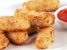 Só de olhar essas tiras de peixe com molho marinara, dá água na boca. Chef: Giada De Laurentiis