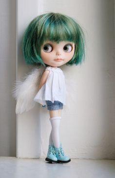 Hellò little Blythe Valley Of The Dolls, Kawaii Doll, Creepy Dolls, Doll Repaint, Little Doll, Custom Dolls, Ball Jointed Dolls, Doll Face, Big Eyes