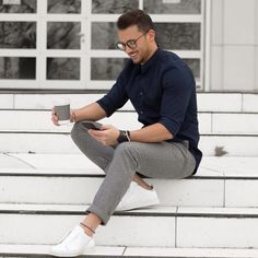 summer outfit ideas // Navy Cotton Shirt + Grey Trousers + Sneakers