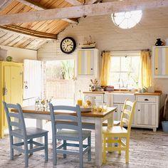 Country farmhouse kitchen   Freestanding kitchens   Kitchen decorating ideas