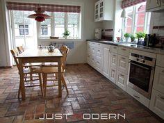 Gulvfliser Rustikk - Just Modern Terracotta Floor, Cottage Homes, Interior Inspiration, Tile Floor, House Design, Flooring, Living Room, Furniture, Home Decor
