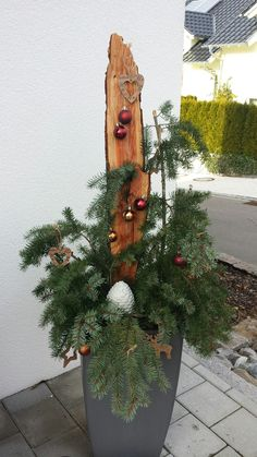 The post appeared first on Vorgarten ideen. The post appeared first on Vorgarten ideen. The post appeared first on Vorgarten ideen. The post appeared first on Vorgarten ideen. Holiday Wreaths, Christmas Decorations, Holiday Decor, Advent Wreath Candles, Spray Paint Wood, Christmas Front Doors, Arts And Crafts, Diy Crafts, Wreath Tutorial