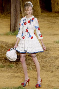 El ganchillo de Chanel: http://www.crochetconcupiscence.com/wp-content/uploads/2012/01/chanel-crochet.jpg