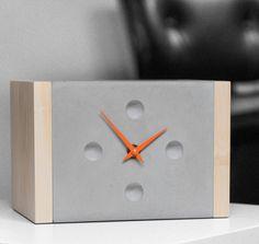 Uhren - Betonuhr, Tischuhr, eckig Beton/ Holz - ein Designerstück von D-Kraehmer bei DaWanda